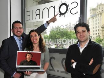 Jiménez, Martínez, Gómez i Camps (a la pantalla d'ordinador) són els socis de Somrie.  Foto:L'ECONÒMIC