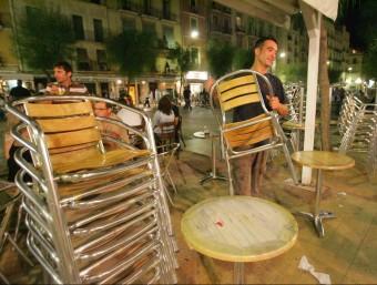 La temporada d'estiu ha reduït l'atur, caldrà veure què passa amb les terrasses ja guardades.  Foto:ARXIU