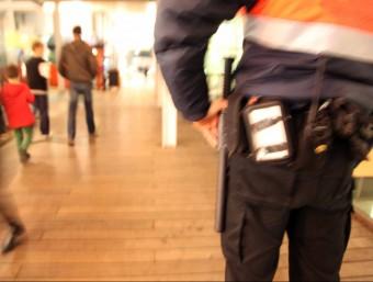 La flexibilització del marc legal que delimita les competències dels vigilants privats multiplicarà la presència d'aquest personal en espais públics i en zones que tenien vetades.