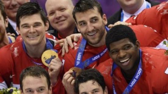 Els jugadors canadencs celebren la medalla d'or Foto:AFP