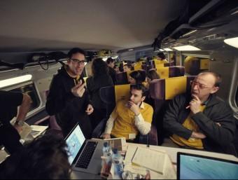 Imatge dels emprenedors treballant durant el trajecte de l'Imagine Express