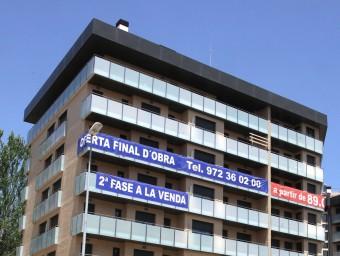 Uns pisos en venda a Lloret en una imatge d'arxiu. Foto:JOAN SABATER