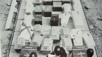 """Imatge de l'enterrament de cossos de requetès a Montserrat. Foto:DEL LLIBRE """"ASÍ ERAN NUESTROS MUERTOS"""" DE MOSSÈN SALVADOR NONELL"""