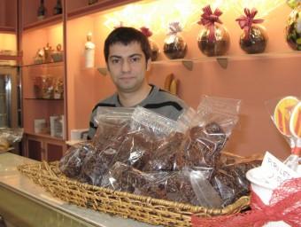 Jaume Albornà, a la pastisseria que regenta la seva família a l'Arboç.  Foto:M.R.C