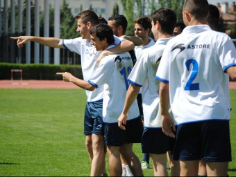 Cano i Bilbao assenyalen els companys amb el dit, en l'entrenament d'ahir Foto:A. MONTOLIU / FCF