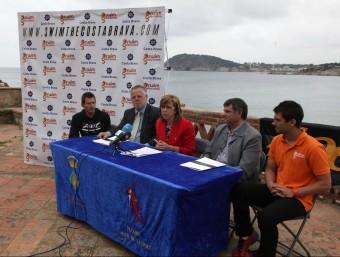 Maria Terersa Ferrés durant la presentació, amb la resta d'autoritats Foto:JOAN SABATER