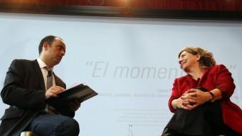 El vicedirector d'El Punt Avui i la cineasta durant el col·loqui del Moment Zero  Foto:quim puig