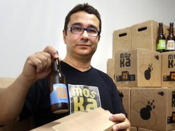 Josep Borrell és el productor de la cervesa gironina Moska.  Foto:JOAN CASTRO/ICONNA