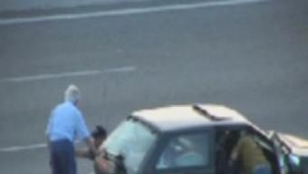 Uns lladres en plena acció a l'autopista, en una imatge d'una altre cas. Foto:GUÀRDIA CIVIL
