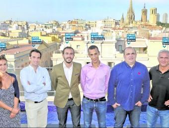 Els representant de vuit de les deu empreses posen en una foto conjunta a la terrassa de l'Hotel Bagués de les Rambles de Barcelona Foto:juanma ramos