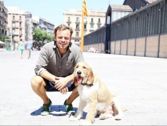 Enrico Sargiacomo va fundar Bibulu el 2013 davant les necessitats que li generava el seu gos, Gilberto.  Foto:ANDREU PUIG