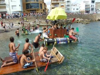 El festival nàutic i la curs d'ovnis (a la imatge) són dels actes més populars de la festa escalenca. Foto:ELPUNTAVUI