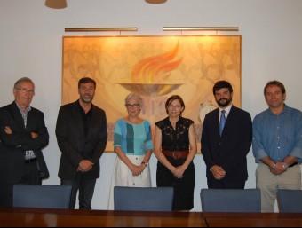 El president de la UFEC, Gerard Esteva, i altres membres de l'entitat amb Carme Forcadell (ANC) i Muriel Casals (Òmnium) Foto:UFEC
