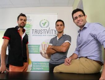 Els impulsors de Trustivity, a les oficines de Mataró des d'on treballen.  Foto:QUIM PUIG