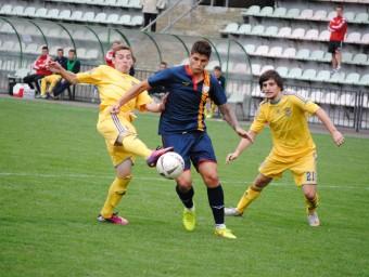 Batanero, autor del tercer gol, davant la defensa ucrainesa Foto:A. MONTOLIU / FCF