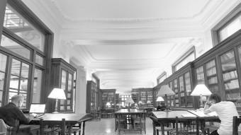 Sala de la biblioteca del Centre de Lectura. Foto:El Punt Avui