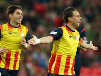 Sergio García celebra el gol que va fer en el duel d'ahir entre la selecció del País Basc i Catalunya a San Mamés Foto:FCF