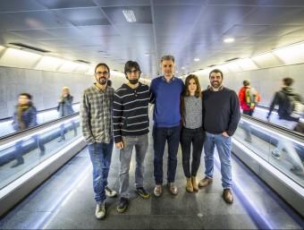 Counterest vol estar més present al transport públic. En la imatge, l'equip a l'estació de Diagonal.  Foto:ALBERT SALAMÉ