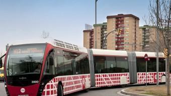 Un dels autobusos articulats de la nova xarxa, en concret de la línia H12 Foto:EL PUNT AVUI