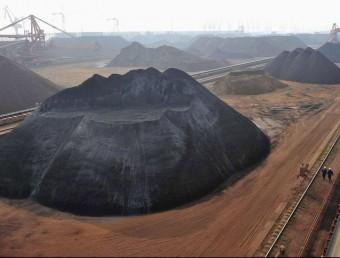 Reserves de mineral de ferro, al port de Yingkou.  Foto:REUTERS/SHENG LI