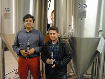Cervesa del Montseny, a la foto Julià Vallès i el mestre cerveser Jordi Llebaria, persegueix créixer.  Foto:L'ECONÒMIC
