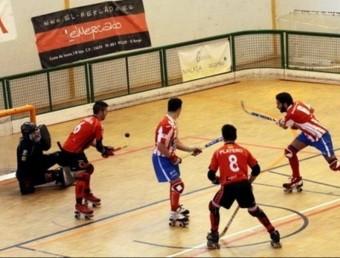 Una acció del partit que el Reus va jugar a la pista del Cerceda Foto:CPC
