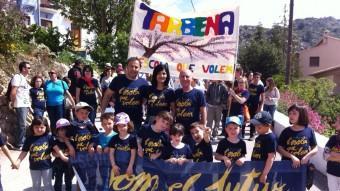 El president d'Escola Valenciana amb una colla de la Trobada. Foto:FEV