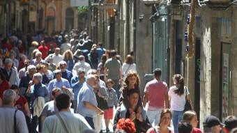 Els carrers del Barri Vell de girona plens de visitants.  Foto:JORDI RIBOT / ICONNA