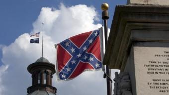 La bandera confederada oneja a molts edificis de Carolina del Sud, als Estats Units Foto:JASON MICZEK / REUTERS