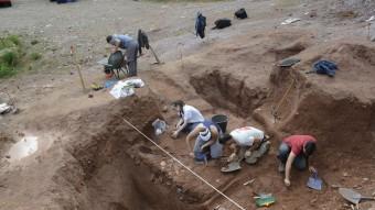 Alumnes de la Universitat autònoma de Barcelona excaven el jaciment de Gerri de la Sal al Pallars Sobirà MARTALLUVICH / acn