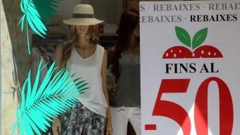 Algunes botigues de Girona van començar dissabte les resebaixes. Foto:MANEL LLADÓ