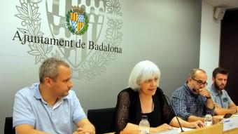 Roda de premsa dels representants del govern, ahir, amb l'alcaldessa Foto:ACN