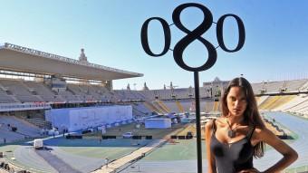L'exòtica bellesa de la model Dalianah Arekion v estida de Mango a l'Estadi, amb la passarel·la muntada al fonsjuanma ramos