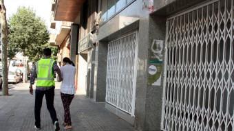 Els agents es va endur diverses noies al carrer d'Ali Bei de Barcelona, suposadament obligades a prostituir-se Foto:E. R / ACN