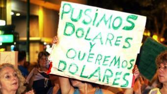 Protestes a l'Argentina, a la ciutat de Buenos Aires al febrer del 2002, contra el corralito i la devaluació del pes aprovada pel govern Foto:EFE / AFP