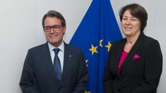 El president Artur Mas, ahir a Brussel·les amb la comissària europea de Transports, Violeta Bulc Foto:HORST WAGNER / EFE