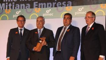 Els directius de Torrons Vicens en el moment del lliurament del premi a la mitjana empresa més competitiva dels premis pimec 2015 Foto:ACN