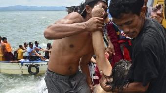 Retiren de l'aigua els cossos que ha perdut la vida al naufragi a les Filipines Foto:EFE