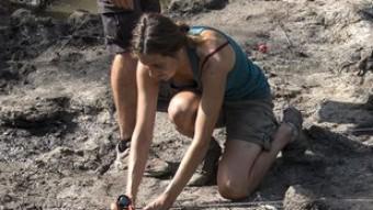 Arqueòlegs ultimant ahir els treballs d'excavació de la fosa de la Draga, d'aquesta darrera campanya Foto:G. SÁNCHEZ / ICONNA