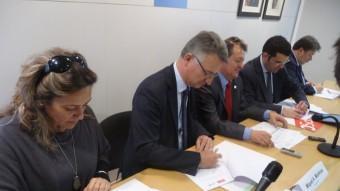 Signatura del pacte entre CiU, PSC i ERC pel govern del Consell Comarcal del Maresme l'any 2014. Foto:T.M