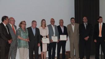 Els premiats i ponents en la cloenda de l'escola Jordi Comas, ahir al vespre E.A.