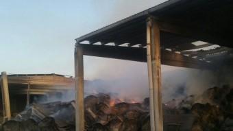El foc va cremar un paller del Mas Gurí, situat al veïnat d'Esclet Foto:BOMBERS DE LA GENERALITAT