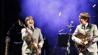 Imatge de la primera part del concert de Bootle Beatles tocant les cançons primerenques del grup.