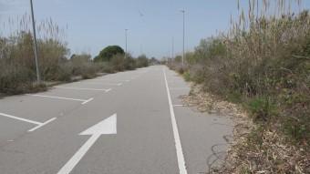 Els carrers de Muntanyans II es van arribar a urbanitzar abans que el projecte no quedés anul·lat i la promotora, Vegas de Guadaira, fes fallida Foto:ARXIU / J.F