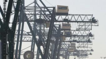 Imatge d'una terminal de contenidors del Port de Barcelona Foto:CRISTINA CALDERER / ARXIU