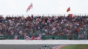 Hamilton va vèncer ahir a Silverstone per tercer cop –segon consecutiu–, davant 140.000 espectadors Foto:PAUL CHILDS / REUTERS