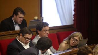 Els diputats d'UDC van seure per primer cop separats, darrera del grup del PP. Foto:QUIM PUIG