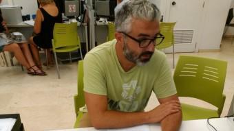 El regidor de Compromís per Paterna presenta les al·legacions. Foto:EL PUNT AVUI