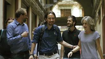 Pablo Iglesias, líder de Podemos, amb Joan Herra i Dolors Camats, ICV Foto:ALEJANDRO GARCIA / EFE