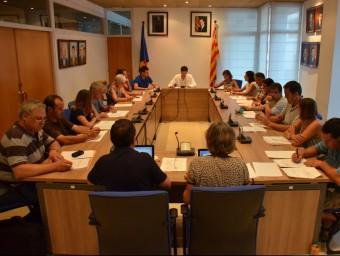 El ple de l'Escala en la sessió d'aquest mes de juliol en que es van aprovar els dos projectes Foto:ELPUNT AVUI